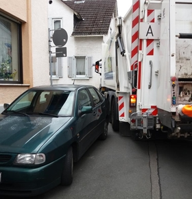 Neue Branchenregel: Wissenschaftsstadt Darmstadt und EAD müssen Anzahl der Rückwärtsfahrten von Müllfahrzeugen verringern