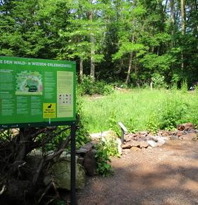 Neue Besucherattraktion im Zoo Vivarium: Wald- und Wiesen-Erlebnisweg mit Barfußpfad und Entdecker-Spiel eröffnet