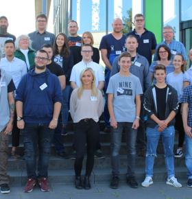 Neun junge Menschen starten beim EAD in ihre Ausbildung